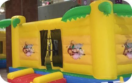 フレスポ八潮おもちゃのハッピースマイル大型エアー遊具